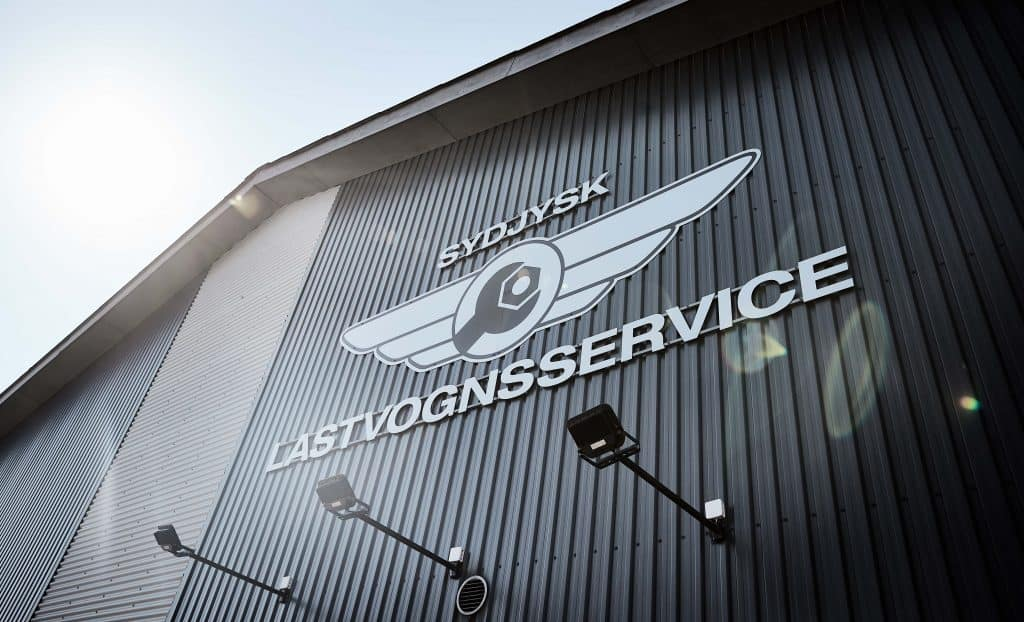 Forside - Sydjysk Lastvognsservice Dækcenter Dækservice Værksted Vaskehal Reparation FAQ Kontakt