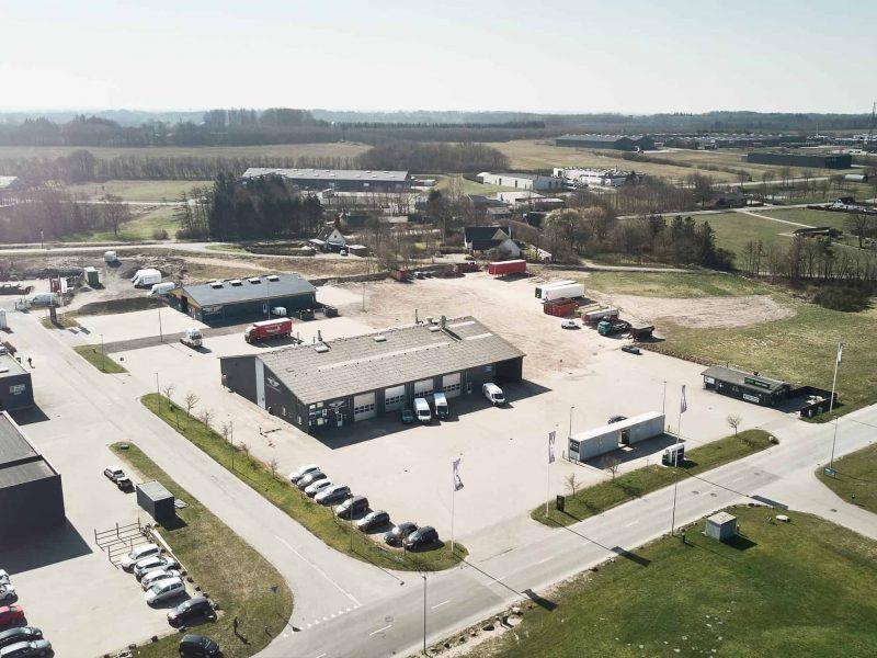 Sydjysk Lastvognsservice Siden 1992 Dækcenter Dækservice Værksted Vaskehal Reparation FAQ Kontakt